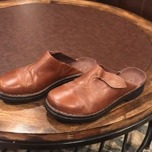 NWOT Clark's Natural Leather Clogs
